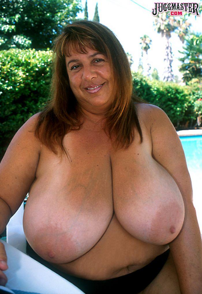 Большой грудь маленькие соски