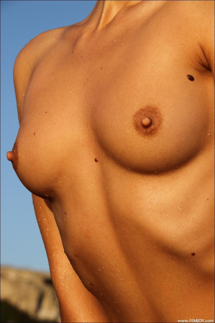 Фото острых сисек в сперме 12 фотография