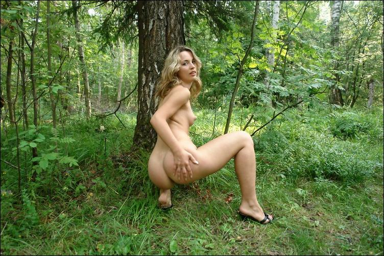 lyubitelskoe-porno-foto-krasivih-devushek-na-prirode
