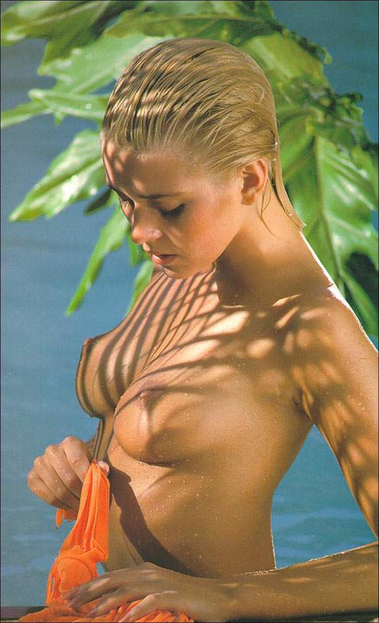 Упражнения для увеличения груди и плеч