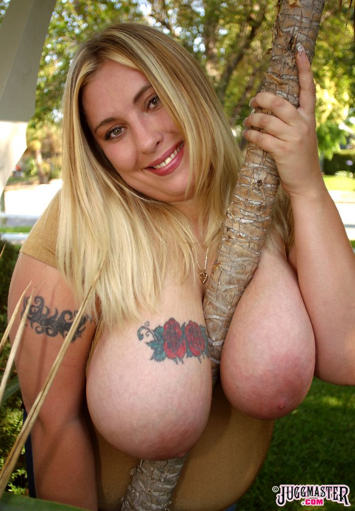 большие мягкие сиськи порно