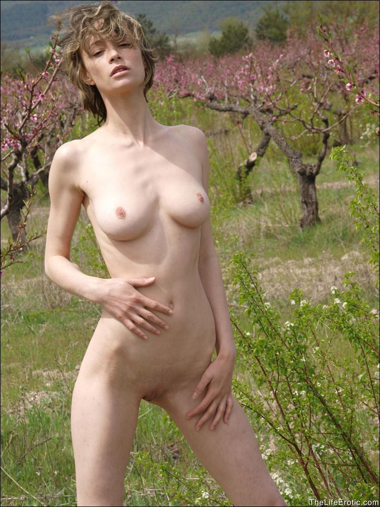 фото голой тощей девушки