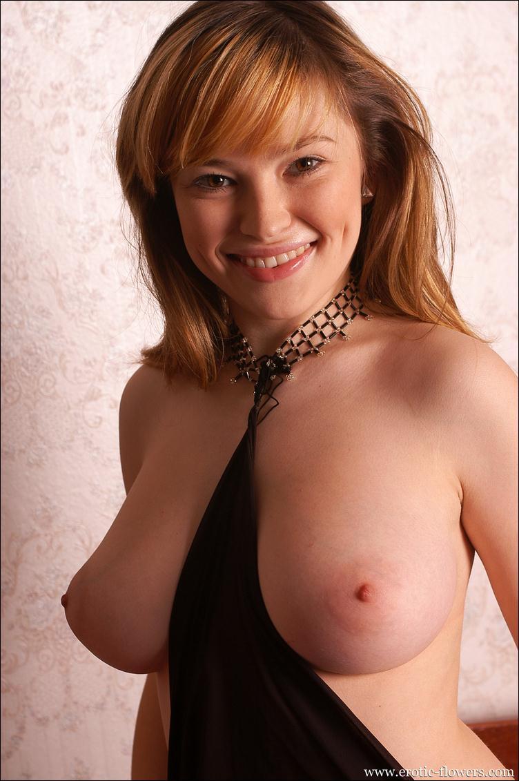 взрослая голая женщина в галстуке