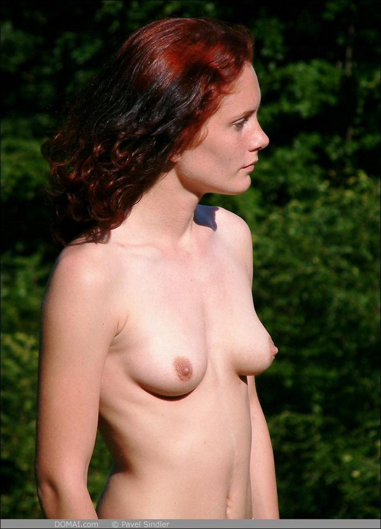 простая голая девушка